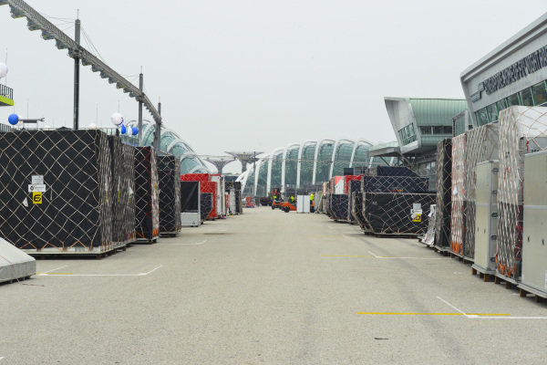 Freight on the pit straight
