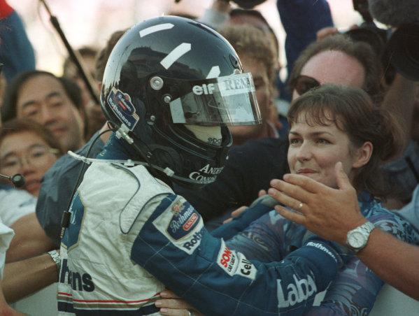 1996 Japanese Grand Prix.Suzuka, Japan.11-13 October 1996.Damon Hill (Williams Renault) celebrates clinching the World Championship with his mechanics and his wife Georgie.World Copyright - LAT Photographic