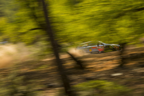 Thierry Neuville, Hyundai Motorsport, Hyundai i20 Coupé WRC 2018, blast through the forests