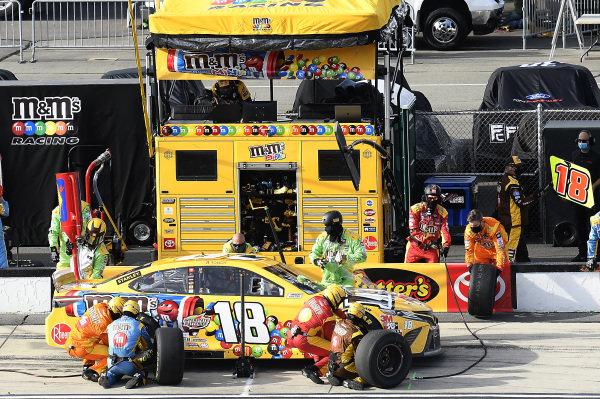 #18: Kyle Busch, Joe Gibbs Racing, Toyota Camry M&M's Mini's