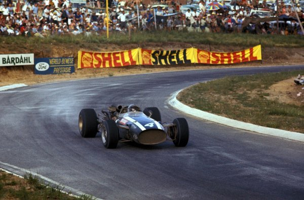 Race winner Pedro Rodriguez (MEX) Cooper Maserati T81.