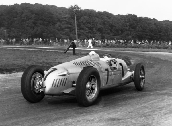 Donington Park, Great Britain. 2nd October 1937.Hermann Muller (Auto Union C), 4th position, action. World Copyright: LAT Photographic.Ref:  B/WPRINT.