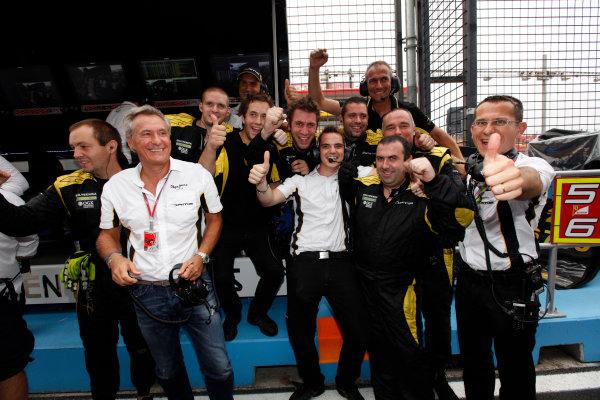 Marina Bay Circuit, Singapore. 23rd September 2012. Sunday Race.The Dams team celebrate winning the 2012 GP2 Series teams title. World Copyright: Alastair staley/GP2 Media Serviceref: Digital Image _MG_1565.jpg