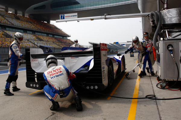Shanghai, China. 25th - 27th October 2012. Alexander Wurz/Nicolas Lapierre Toyota Racing Toyota TS 030 Hybrid World Copyright: Ebrey/LAT Photographic.