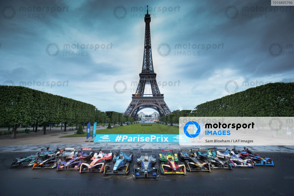 2016/2017 FIA Formula E Championship. Qatar Airways Paris ePrix, France. Friday 19 May 2017. All the competing cars line up in front of the Eiffel Tower.