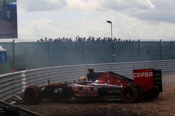 Max Verstappen (NED) Scuderia Toro Rosso STR10 crashes into the gravel at Formula One World Championship, Rd9, British Grand Prix, Race, Silverstone, England, Sunday 5 July 2015.
