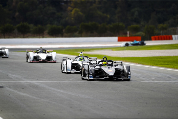 Oliver Rowland (GBR), Nissan e.Dams, Nissan IMO2 leads Felipe Massa (BRA), Venturi, EQ Silver Arrow 01 and Andre Lotterer (DEU), Tag Heuer Porsche, Porsche 99x Electric