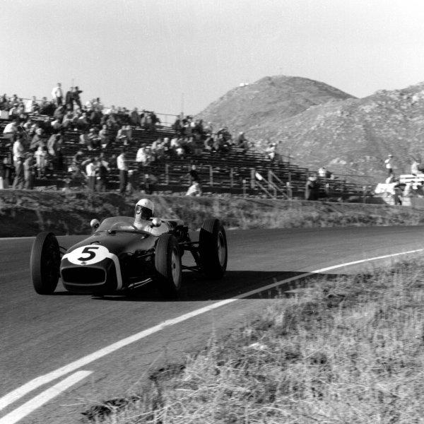 1960 United States Grand Prix.Riverside, California, USA.18-20 November 1960.Stirling Moss (Lotus 18 Climax) 1st position.Ref-7437B/W.World Copyright - LAT Photographic