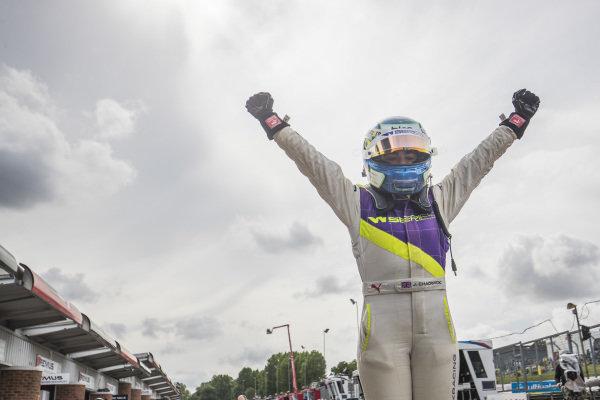 Jamie Chadwick (GBR) celebrates in Parc Ferme