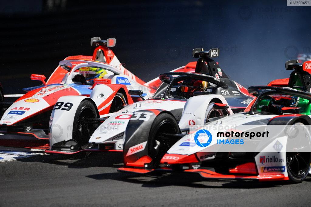 Alexander Sims (GBR), Mahindra Racing, M7Electro, Pascal Wehrlein (DEU), Tag Heuer Porsche, Porsche 99X Electric, and Rene Rast (DEU), Audi Sport ABT Schaeffler, Audi e-tron FE07, battle into the first corner