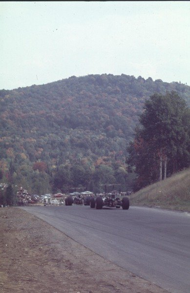 1968 Canadian Grand Prix.Mont-Tremblant, (St. Jovite), Quebec, Canada.20-22 September 1968.Vic Elford leads Lucien Bianchi (both Cooper T86B BRM's). Elford finished in 5th positiion.Ref-68 CAN 47.World Copyright - LAT Photographic