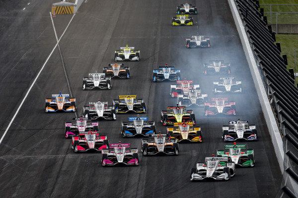 #12: Will Power, Team Penske Chevrolet, #88: Colton Herta, Andretti Harding Steinbrenner Autosport Honda, #27: Alexander Rossi, Andretti Autosport Honda lead the field to the green flag