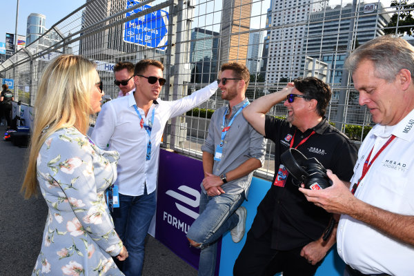 2017/2018 FIA Formula E Championship. Round 2 - Hong Kong, China. Sunday 03 November 2017. Michael Andretti with guests on the grid. Photo: Mark Sutton/LAT/Formula E ref: Digital Image DSC_5511