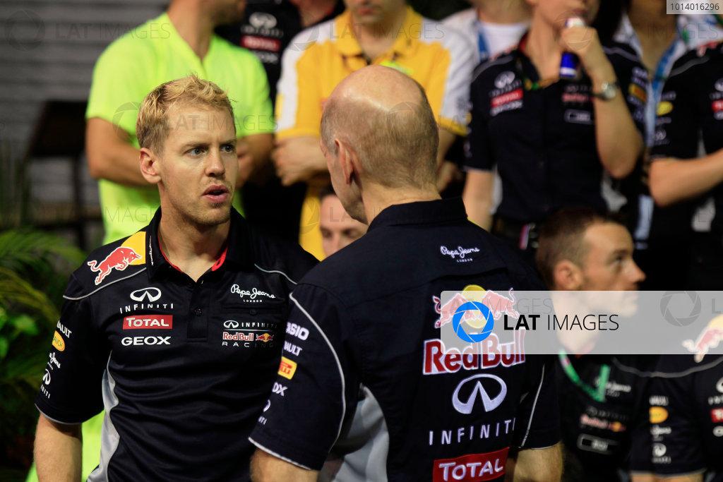 Marina Bay Circuit, Singapore. Sunday 22nd September 2013.  Sebastian Vettel and Adrian Newey, Red Bull Racing celebration team photo.  World Copyright: Charles Coates/LAT Photographic. ref: Digital Image _X5J0202