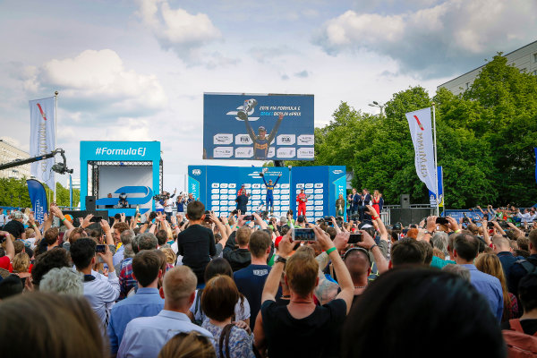 The Race. Sebastien Buemi (SUI), Renault e.Dams Z.E.15, Lucas Di Grassi (BRA), ABT Audi Sport FE01, Daniel Abt (GER), ABT Audi Sport FE01. Berlin e-Prix, Alexanderplatz, Germany, Europe. Saturday 21 May 2016 Photo: Adam Warner / LAT / FE ref: Digital Image _L5R0773