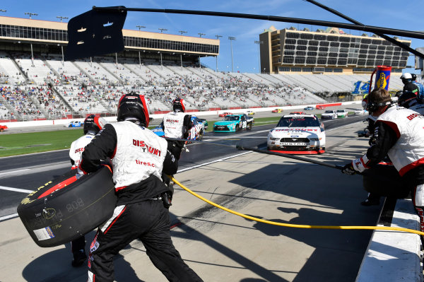 2017 NASCAR XFINITY Series - Rinnai 250 Atlanta Motor Speedway, Hampton, GA USA Saturday 4 March 2017 Brad Keselowski pit stop World Copyright: Nigel Kinrade/LAT Images ref: Digital Image 17ATL1nk05428