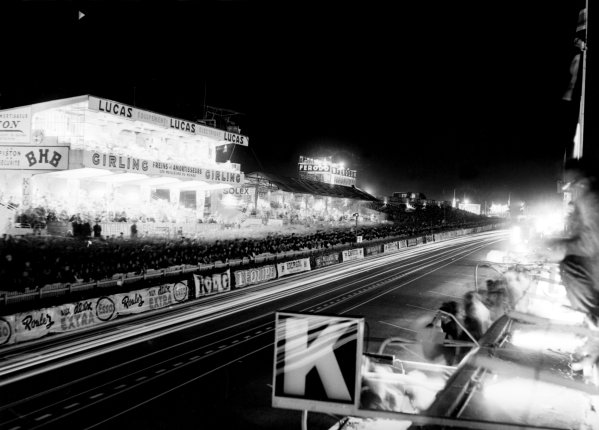 1955 Le Mans 24 hours.Le Mans, France. 11-12 June 1955.The pits at night, atmosphere.World Copyright: LAT PhotographicRef: C43729