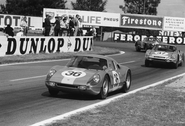 Le Mans, France. 19th - 20th June 1965.Gerhard Koch/Toni Fischhaber (Porsche 904 GTS), 5th position, leads Robert Buchet/Ben Pon (Porsche 904 GTS), retired, action. World Copyright: LAT PhotographicRef: 165F - 30.