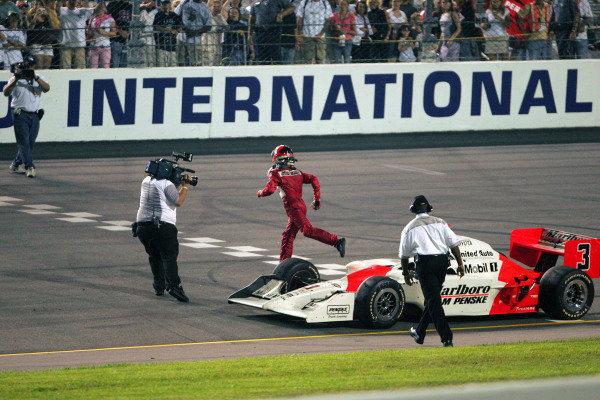 """Spiderman"" Helio Castroneves (BRA), Marlboro Team Penske, goes for the fence at the Suntrust Indy 300. IRL IndyCar Series, Rd7, Suntrust Indy 300, Richmond International Raceway, Richmond, Virginia, USA. 24-25 June 2005. DIGITAL IMAGE"