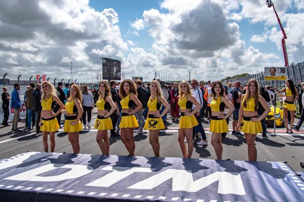 2017 DTM Round 6  Circuit Zandvoort, Zandvoort, Netherlands Saturday 19 August 2017 Grid girls World Copyright: Mario Bartkowiak/LAT Images ref: Digital Image 2017-08-19_DTM_Zandvoort_R1_0005