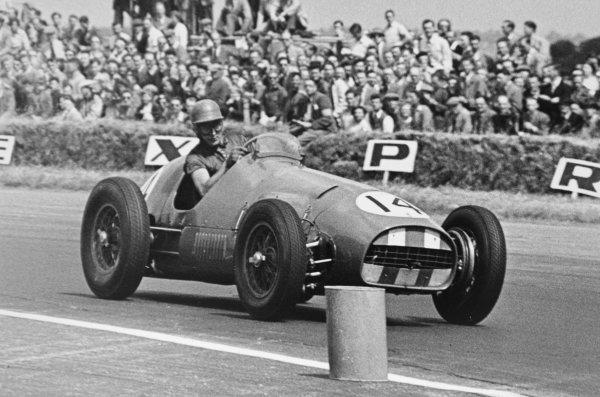 1952 British Grand Prix.Silverstone, Great Britain. 19 July 1952.Roy Salvadori (Ferrari 500). Ref-C33023.World Copyright - LAT Photographic