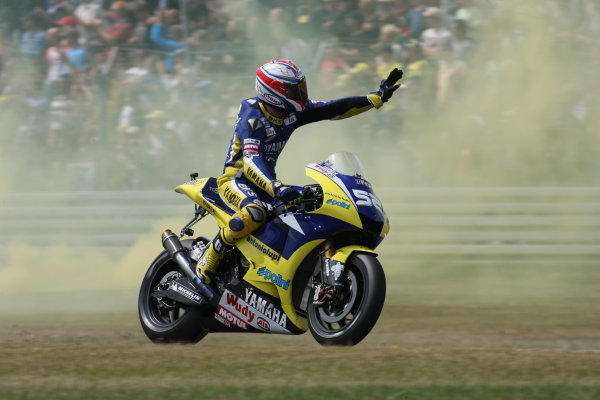 TT Circuit Assen, Netherlands. 28th June 2008.MotoGP Race.James Toseland Tech 3 Yamaha waves to the English fans after a solid points scoring ride.World Copyright: Martin Heath / LAT Photographicref: Digital Image Only