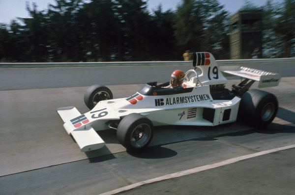 1975 German Grand Prix.  Nurburgring, Germany. 1-3rd August 1975. Gijs van Lennep (Ensign N175 Ford), 6th position, action. Ref: 75GER11. World Copyright - LAT Photographic