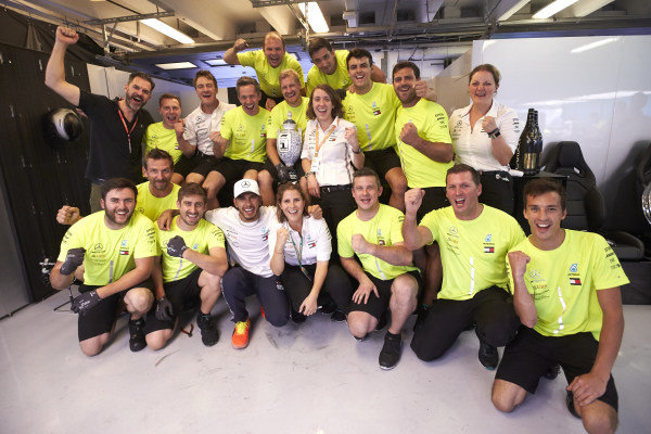 Lewis Hamilton, Mercedes AMG F1, 1st position, and the Mercedes team celebrate victory