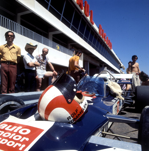 1971 French Grand Prix.Paul Ricard, Le Castellet, France.2-4 July 1971.Rolf Stommelen (Surtees TS9 Ford) in the pit lane.World Copyright - LAT Photographic