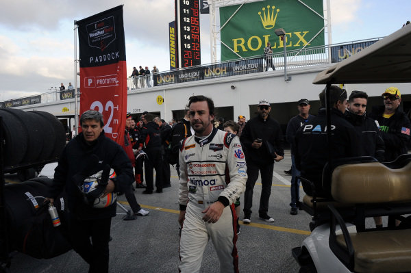 Fernando Alonso (ESP) United Autosports with his trainer Fabrizio Borra (ITA) at Daytona 24 Hours Practice and Qualifying, Daytona International Speedway, Daytona, USA, 24-26 January 2018.