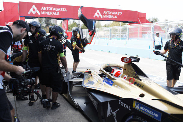 Jean-Eric Vergne (FRA), DS Techeetah, DS E-Tense FE20, retires from the race