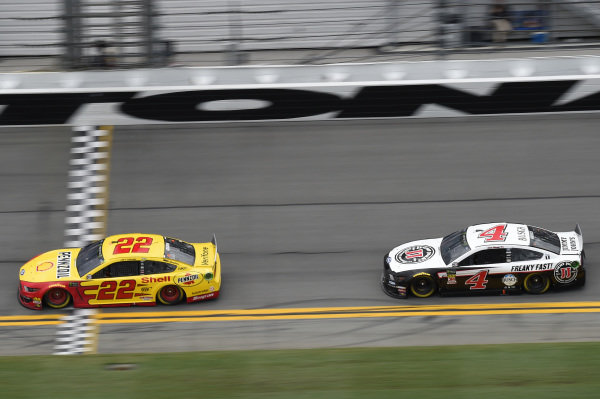 #22: Joey Logano, Team Penske, Ford Mustang Shell Pennzoil, #4: Kevin Harvick, Stewart-Haas Racing, Ford Mustang Jimmy John's