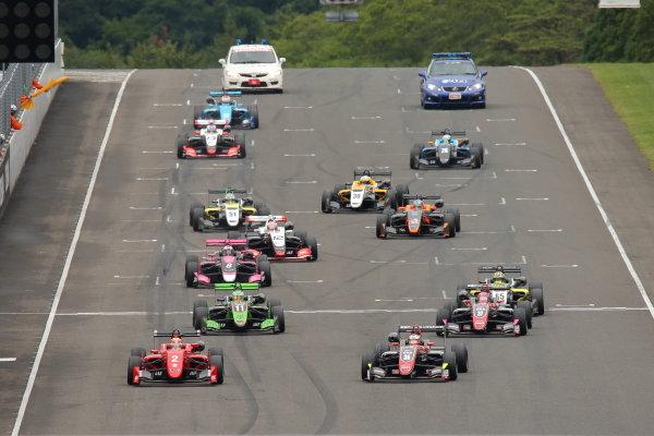 Rd10 Winner Toshiki Oyu, TODA FIGHTEX Dallara F319 Toda, leads at the start