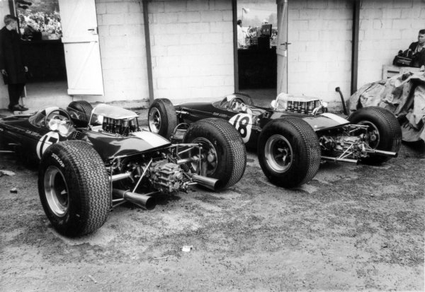 1965 Belgian Grand Prix.Spa-Francorchamps, Belgium. 11-13 June 1965.The Lotus 33's of Jim Clark and Mike Spence stand in the paddock.World Copyright - LAT Photographicref: B/W Print
