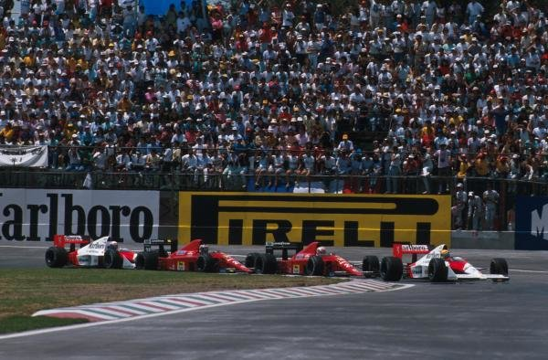 Winner Ayrton Senna (BRA) McLaren MP4/5 leads the pack away at the start