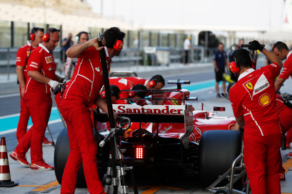 Yas Marina Circuit, Abu Dhabi, United Arab Emirates. Tuesday 28 November 2017. Kimi Raikkonen, Ferrari SF70H, makes a pit stop. World Copyright: Zak Mauger/LAT Images  ref: Digital Image _O3I0563