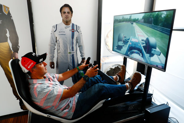 Autodromo Hermanos Rodriguez, Mexico City, Mexico. Sunday 29 October 2017. A fan tries his hand on an F1 driving sim. World Copyright: Sam Bloxham/LAT Images  ref: Digital Image _W6I0591