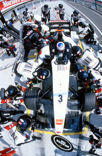 2005 Hungarian Grand Prix. Hungaroring, Hungary. 29th - 31st July 2005 Jenson Button, BAR Honda 007 takes a pitstop during the race. Action. World Copyright: Steven Tee/LAT Photographic Ref: 35mm Image A26