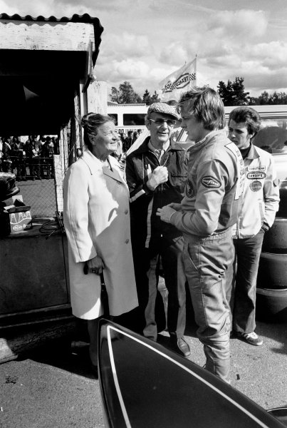 Anderstorp, Sweden. 7th - 9th June. Ronnie Peterson in the paddock with his parents,  Bengt and May-Britt, with brother Tommy, portrait.  World Copyright: LAT Photographic. Ref:  6414 - 27A.