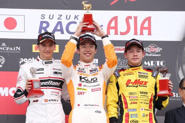 2017 Japanese Formula 3 Championship. Suzuka, Japan. 24th - 25th June 2017. Rd 10 & 11. Rd11 Winner Sho Tsuboi ( #1 Corolla Chukyo Kuo TOM?S F317 ) 2nd position Alex Palou ( #12 ThreeBond Racing with DRAGO CORSE ) 3rd position Mitsunori Takaboshi ( #23 B-MAX NDDP F3 ) podium portrait World Copyright: Masahide Kamio / LAT Images. Ref: 2017JF3_Rd11_06