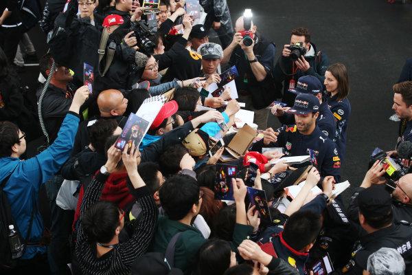 Shanghai International Circuit, Shanghai, China.  Thursday 06 April 2017.  Daniel Ricciardo, Red Bull Racing, and Max Verstappen, Red Bull, sign autographs for fans. World Copyright: Charles Coates/LAT Images  ref: Digital Image GJ9R7434