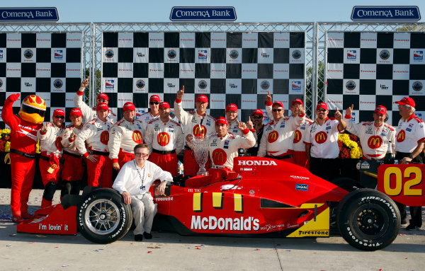 29-31 August, 2008, Detroit, Michigan USAJustin Wilson, Carl Haas and team celebrate victory©2008, Dan Streck, USALAT Photographic