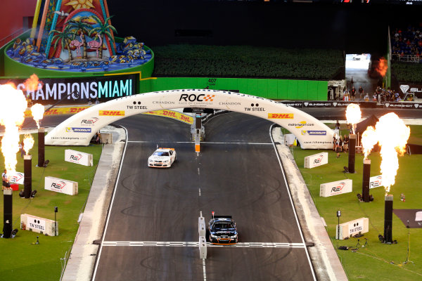 2017 Race of Champions Miami, Florida, USA Saturday 21 January 2017 Race action with the Whelen NASCAR car World Copyright: Alexander Trienitz/LAT Photographic ref: Digital Image 2017-RoC-MIA-AT1-1163