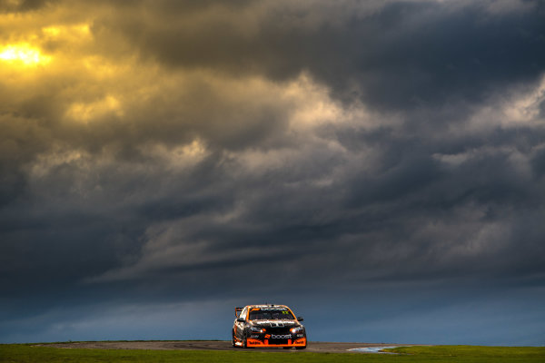 2017 Supercars Championship Round 3.  Phillip Island 500, Phillip Island, Victoria, Australia. Friday 21st April to Sunday 23rd April 2017. James Courtney drives the #22 Mobil 1 HSV Racing Holden Commodore VF. World Copyright: Daniel Kalisz/LAT Images Ref: Digital Image 210417_VASCR3_DKIMG_1804.JPG