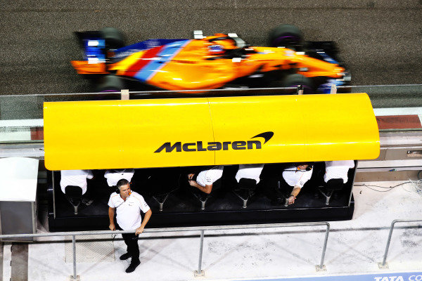 Gil de Ferran, Sporting Director, McLaren, watches the pit ane as Fernando Alonso, McLaren MCL33, passes on the track