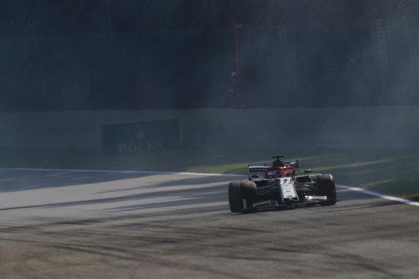 Kimi Raikkonen, Alfa Romeo Racing C38, drives through the smoke of Robert Kubica, Williams FW42 in qualifying