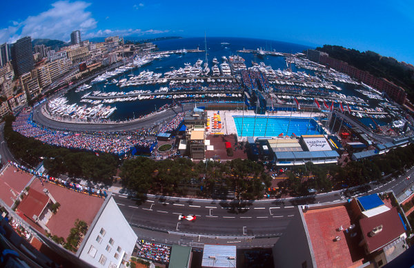 1993 Monaco Grand Prix.Monte Carlo, Monaco.20-23 May 1993.A wide-angled view of the Monte Carlo circuit and harbour. Ayrton Senna (McLaren MP4/8 Ford) 1st position, drives past the pits at the bottom.Ref-93 MON 16.World Copyright - LAT Photographic