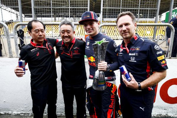 Toyoharu Tanabe, F1 Technical Director, Honda, Masashi Yamamoto, General Manager, Honda Motorsport, Max Verstappen, Red Bull Racing and Christian Horner, Team Principal, Red Bull Racing celebrate the race win