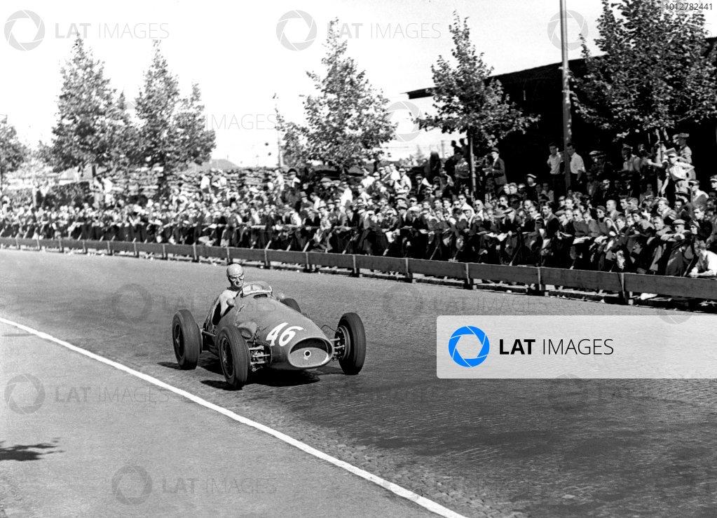 1953 Swiss Grand PrixBremgarten, Switzerland. 1953Race winner Alberto Ascari (Ferrari 500 4), action.World Copyright: LAT Photographicref: C36839