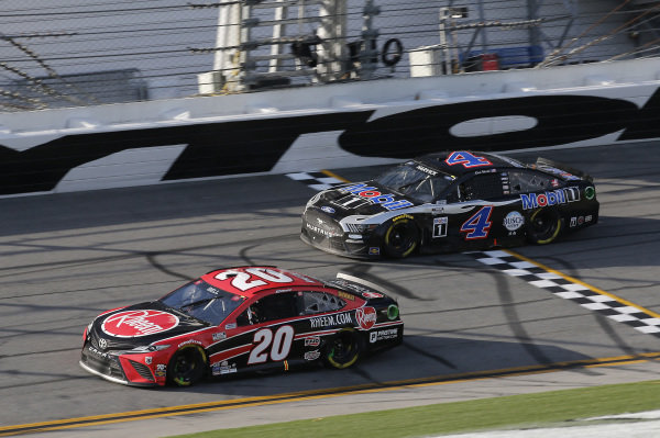 #20: Christopher Bell, Joe Gibbs Racing, Toyota Camry Bass Pro Shops, #4: Kevin Harvick, Stewart-Haas Racing, Ford Mustang Mobil 1